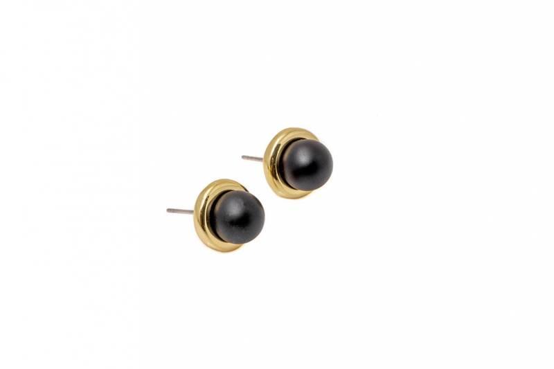 60165 Øredobb rund gullfarget med matt sort perle
